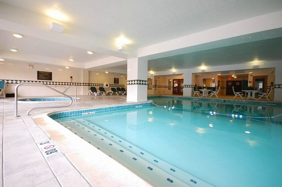 Comfort Inn & Suites Near Burke Mountain: Large indoor heated saline pool