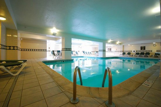 Comfort Inn & Suites Near Burke Mountain: Large heated indoor saline pool