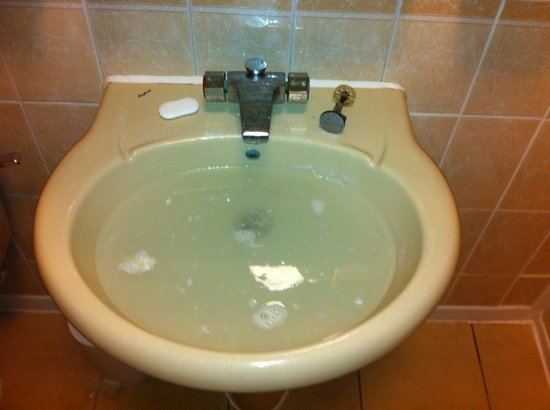 Himley Country Hotel: Sink, with plug removed