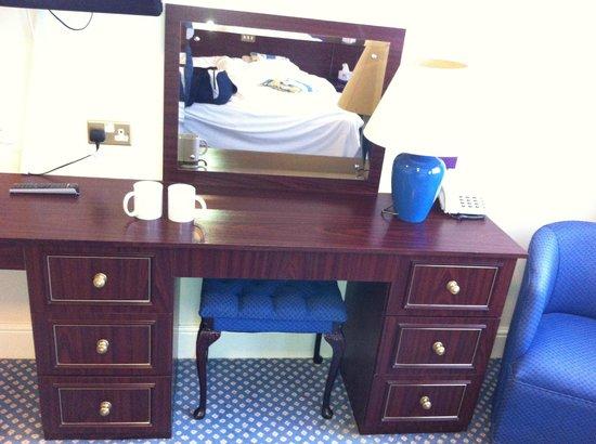 Himley Country Hotel: Dresser