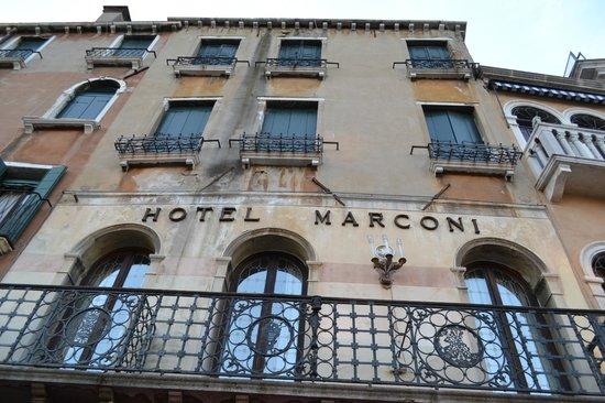 Hotel Marconi : The facade
