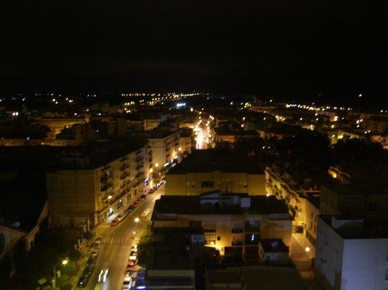Hotel Guadalquivir: Vistas nocturnas desde la terraza del bar en el 11ªpiso