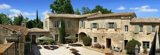 Le Mas des Comtes de Provence : La Cour Intérieure du Mas