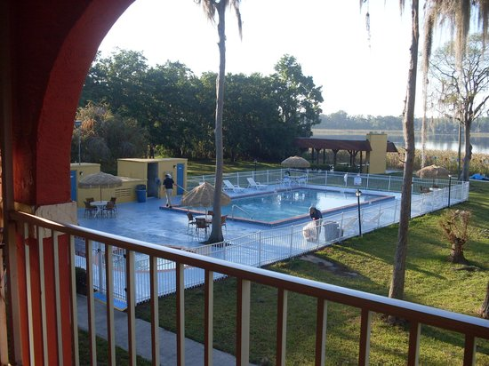 Howard Johnson Express Inn - Suites Lake Front Park Kissimme: piscina