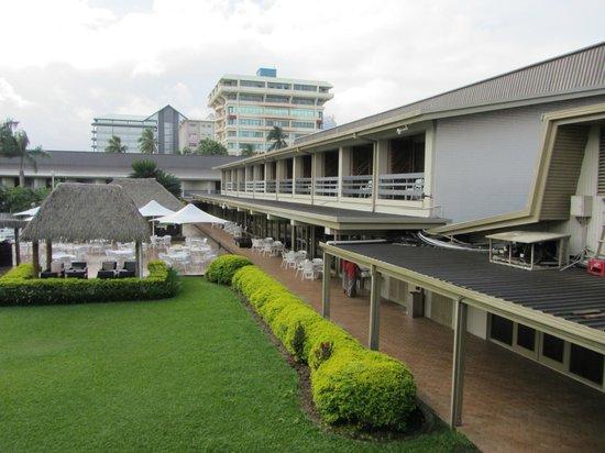 Holiday Inn Suva: Hotelgelände mit Snackbar