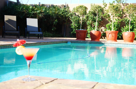 Afrique Boutique Hotel Oliver Tambo: Swimming Pool