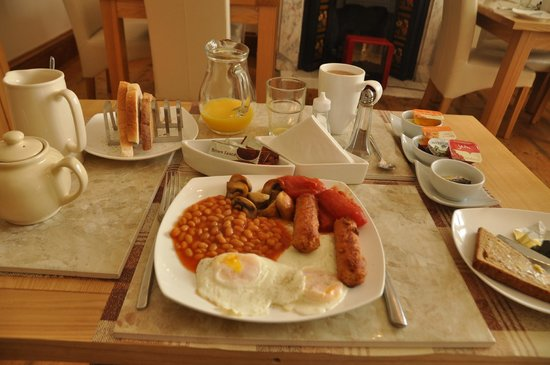 Admiral Guest House: breakfast