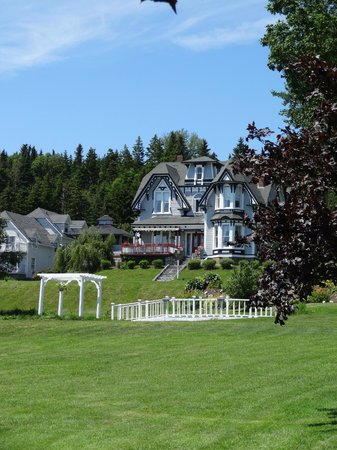 St. Martins Country Inn: View from the Road