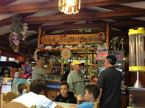 Gressoney Saint Jean, Italien: l'interno del mitico Bar Sport di Gerssoney