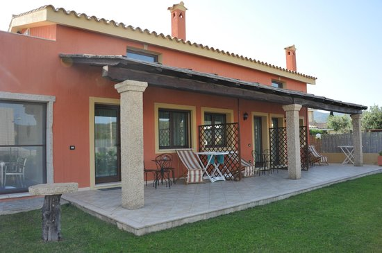 Bed and Breakfast I Graniti Sardi : Exterior of two ground floor bedrooms