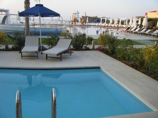 TUI SENSIMAR KALLISTON Resort & Spa by ATLANTICA: Swim up room