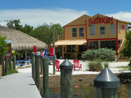 Barnacle Restaurant: View from the dock walkway