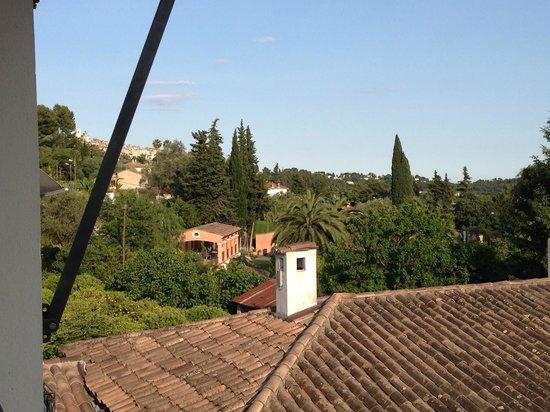 Hotel Les Vergers de Saint- Paul: view of St Paul from balcony