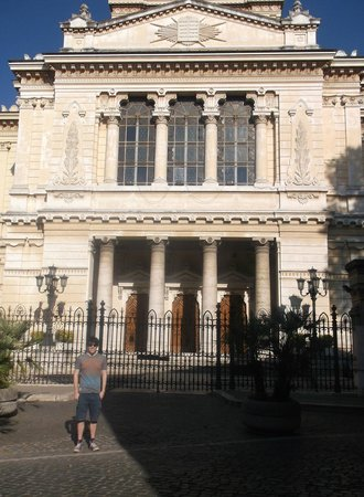 Museo Ebraico di Roma : The outside of the great synagogue.
