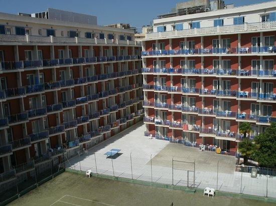 Hotel Don Juan Center: Vue d'une aile de l'hôtel