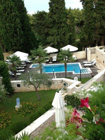 Aparthotel Bracka Perla : Super nice pool område, med masser af sol og skygge