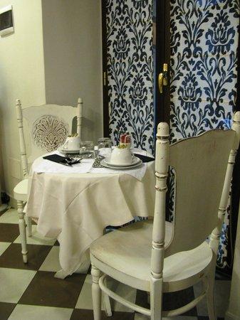 Locanda del Sole Luxury Suite Rome: Breakfast table