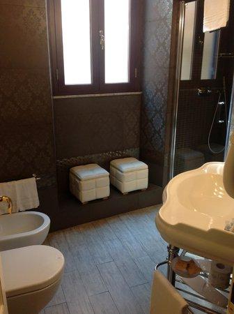 Locanda del Sole Luxury Suite Rome: Gorgeous bathroom