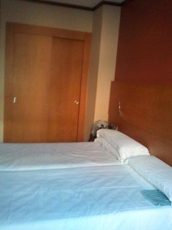 Hotel Reding Croma: Luglio 2013 stanza con letti singoli