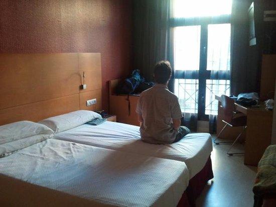 Hotel Reding Croma: Luglio 2013 stanza ultimo piano