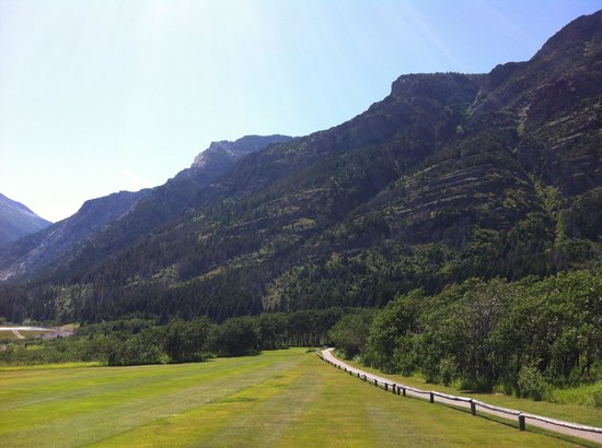 Waterton Lakes Golf Course : Looking back down the fairway 17