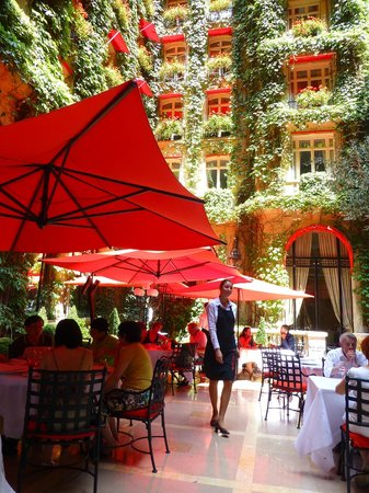 Le service picture of la cour jardin paris tripadvisor for Jardin cour