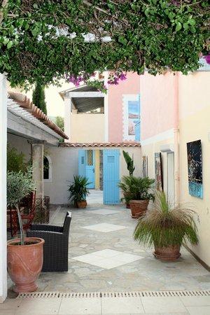 Hotel Les Flots Bleus : common area
