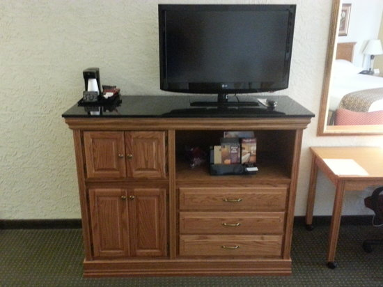 Drury Inn & Suites Amarillo: TV and Credence