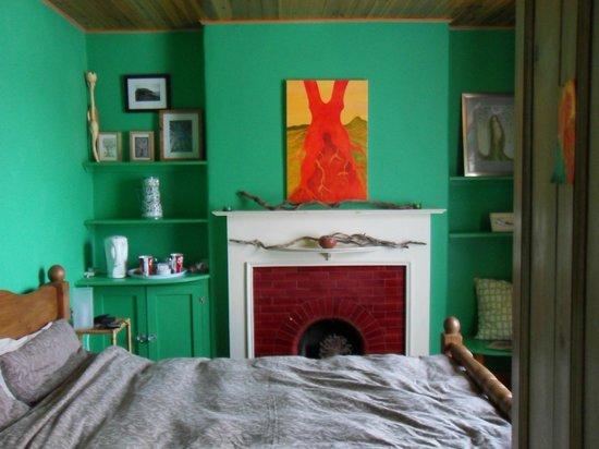 Jasmin Cottage: Tree Room