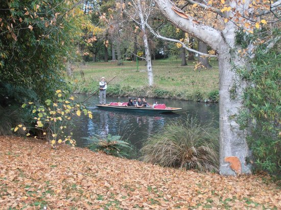 Avon River: A 'punt' going up the river