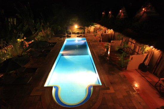 Antanue Spiritual Resort & Spa: 夜のプール 2階プールビュールームから