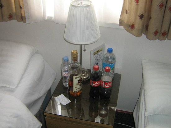 Adria Hotel: Rubbish left on Side Table in room.