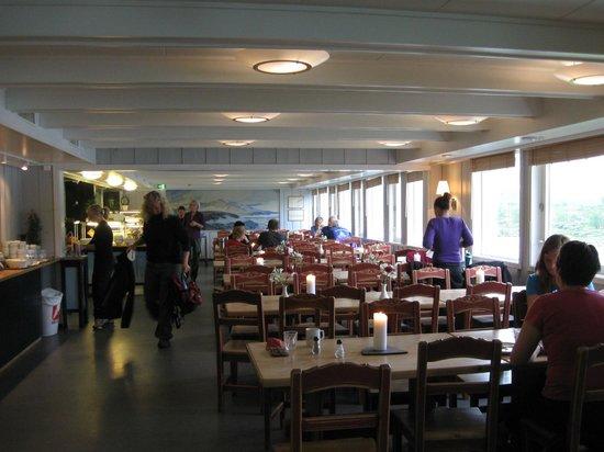 Gjendesheim Turisthytte: Dinning room.
