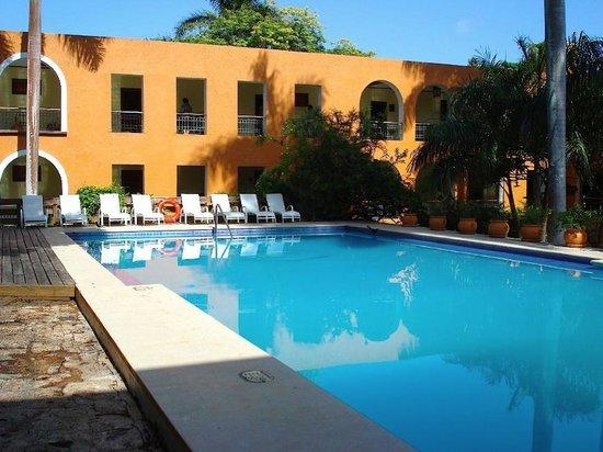 Hotel Hacienda Uxmal Plantation & Museum : La piscine
