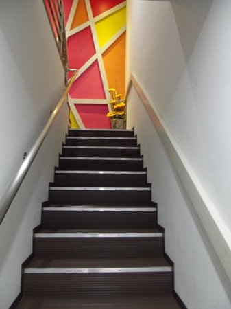 Sunshine Inn : to the 1st floor