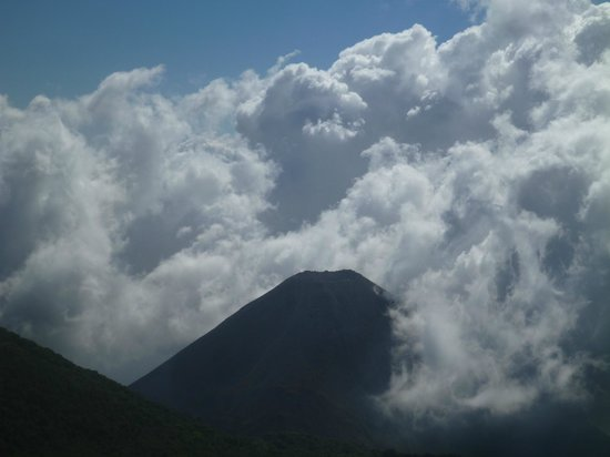 Santa Ana Volcano : Izalco Volcano and building clouds