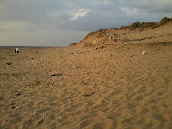 Formby, UK : dirty beach