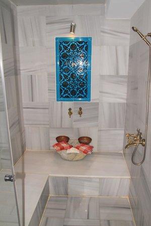 Hotel Seraglio: Banho turco do quarto!!!