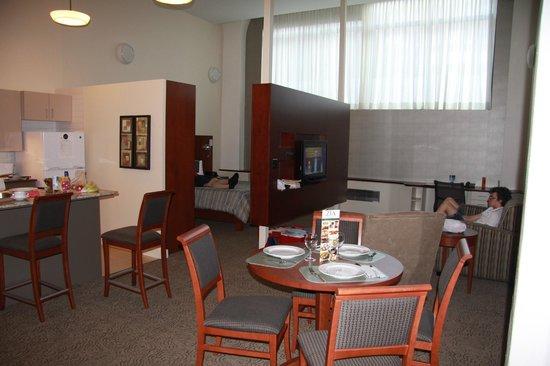 Le Square Phillips Hotel & Suites : Suite rdc