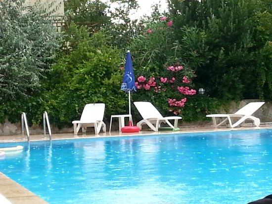 Unlu Hotel: the pool area