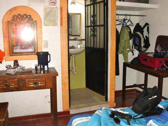 Azteca Hotel: 2nd floor room