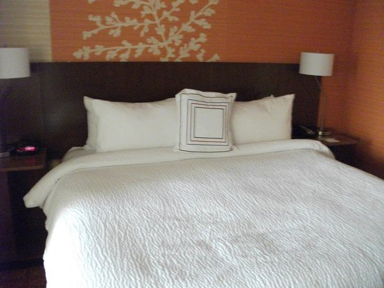 Fairfield Inn & Suites Elmira Corning: Bed