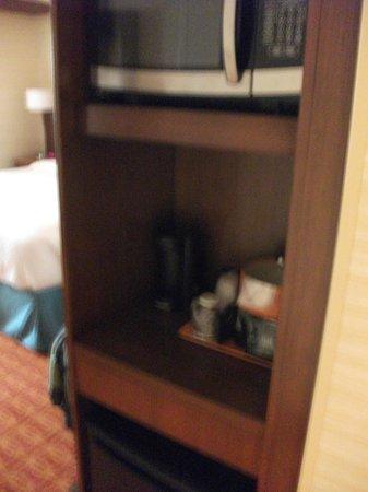 Fairfield Inn & Suites Elmira Corning: Microwave/Coffee/Mini-fridge