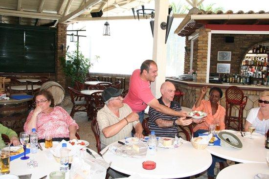 Iliada Beach Hotel : Bon service avec le sourire