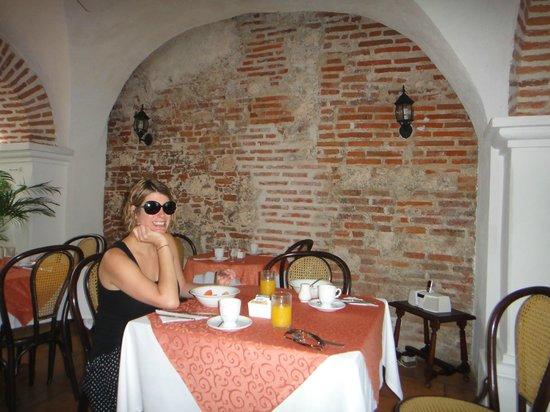 Alfiz Hotel : Enjoying fresh fruit and juice