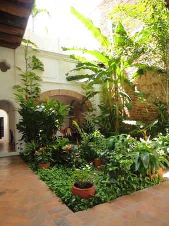 Alfiz Hotel : Courtyard