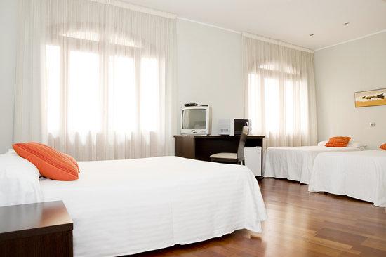 Apartamentos sabinas alfonso zaragoza espa a for Habitacion familiar en zaragoza
