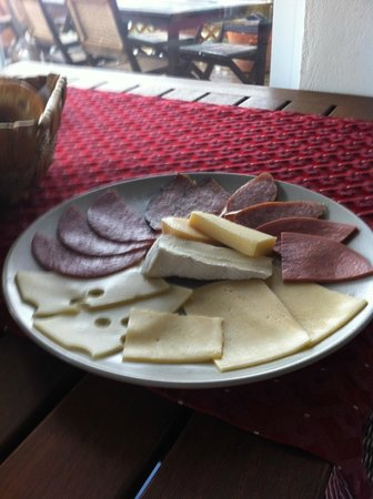 Shannas Cove Resort Restaurant: Meat and Cheese platter at Breakfast