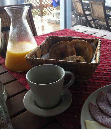 Shannas Cove Resort Restaurant: The breads offered at breakfast