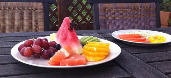 Shannas Cove Resort Restaurant: Fruits and Vegetables at Breakfast